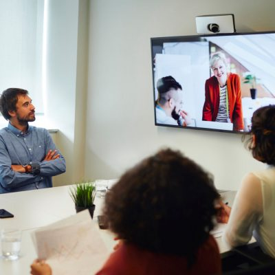 Teilnehmer an einer Videokonferenz