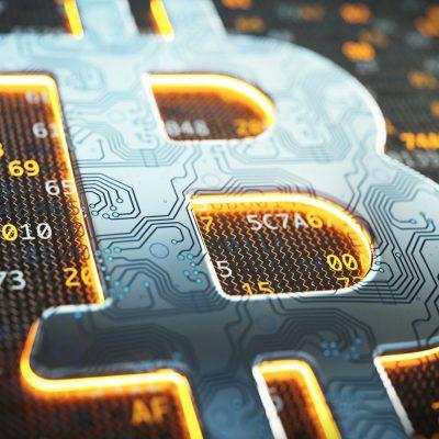 Symbolbild mit einer Blockchain und einem Bitcoin-Symbol