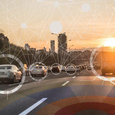 Sinnbild einer Autobahn mit vernetzten Autos