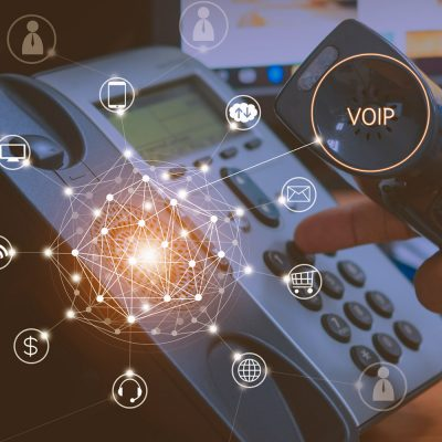 Technisches Symbolbild mit einem IP-Telefon