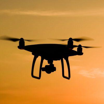 Eine Drohne in der Luft