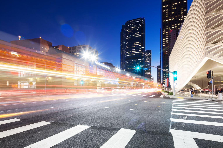 Mit IoT-Innovationen und dem neuen Maschinennetz bringt Vodafone das Internet of Things auf die Straßen derSmart Cities.