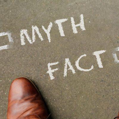 Schaubild zu Mythen und Fakten mit Pfeilen