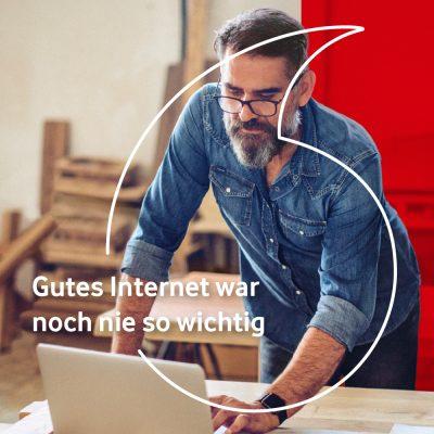 Kampagnenmotiv mit Mann in Werkstatt