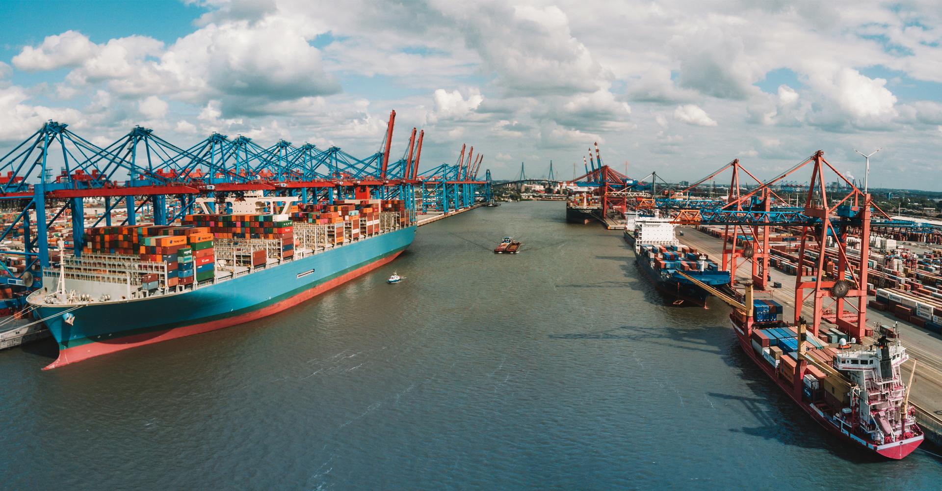 Ansicht von einem Containerterminal in Hamburg