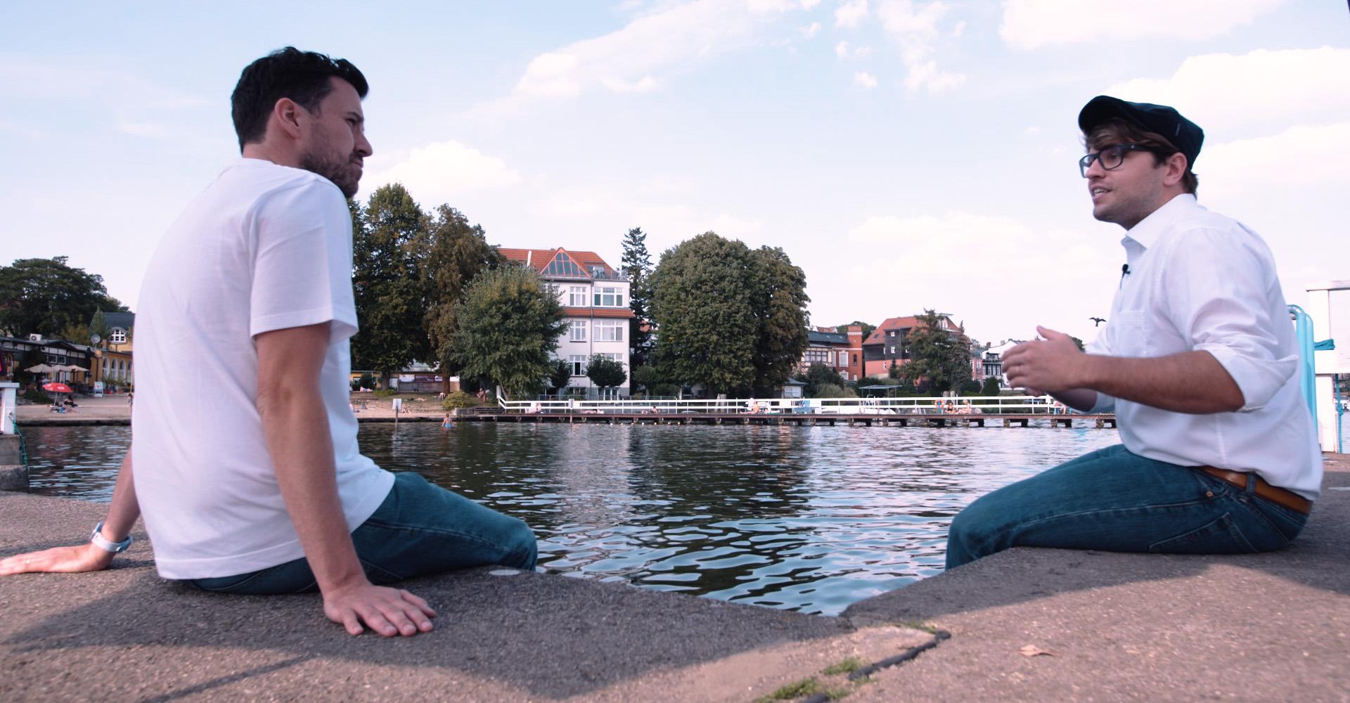 Max Wittrock und Karsten Kossatz am Müggelsee bei Berlin