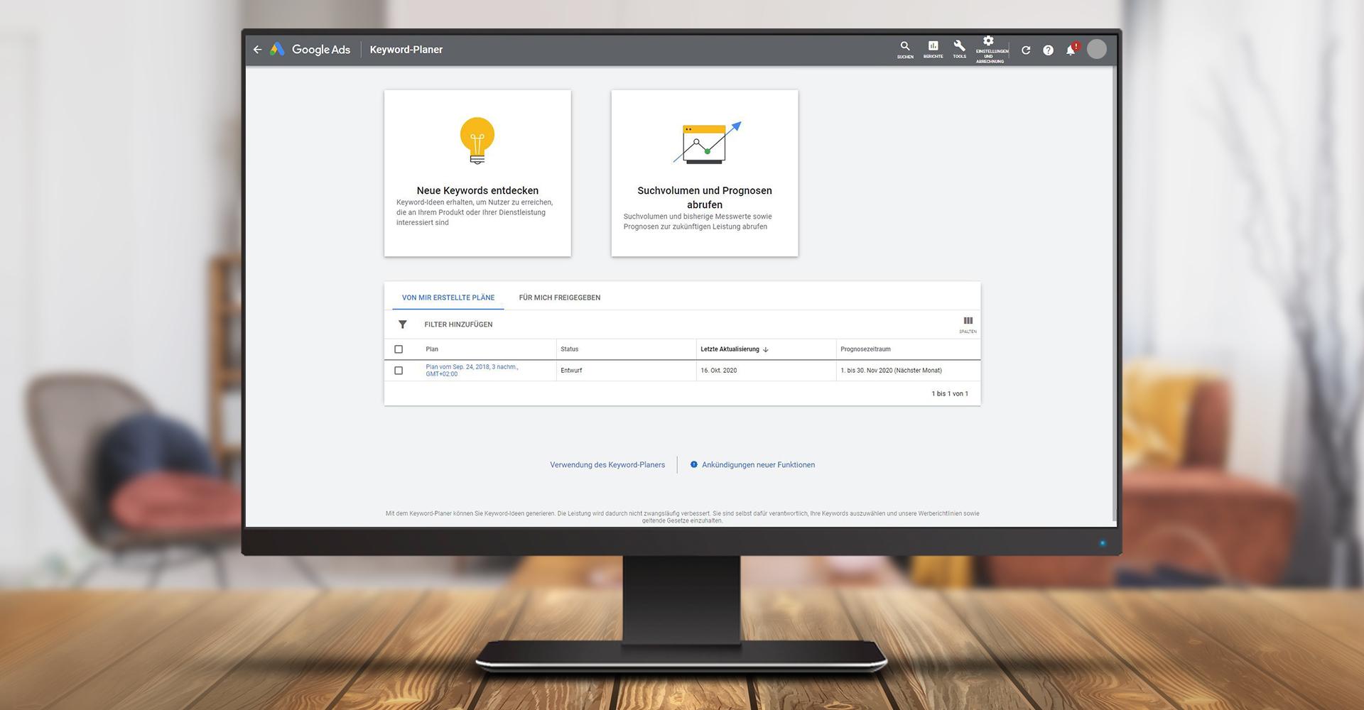 Screenshot des Google Ads Keyword-Planers auf einem Monitor