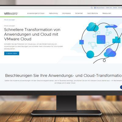 Ansicht der VMware-Webseite auf einem Monitor