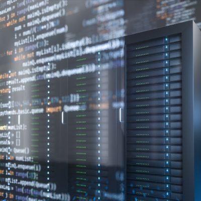 Sinnbild mit einer Serverlandschaft und Codefragmenten